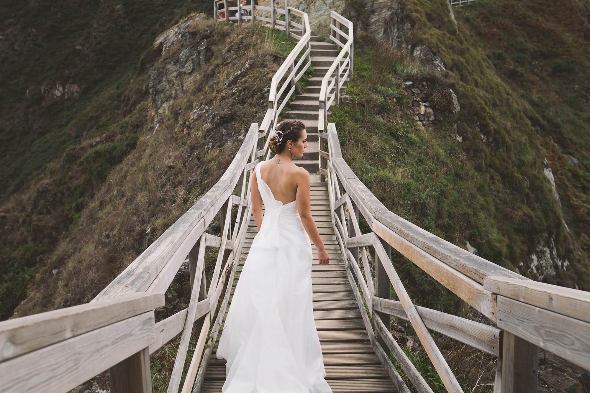 La espalda de la novia.