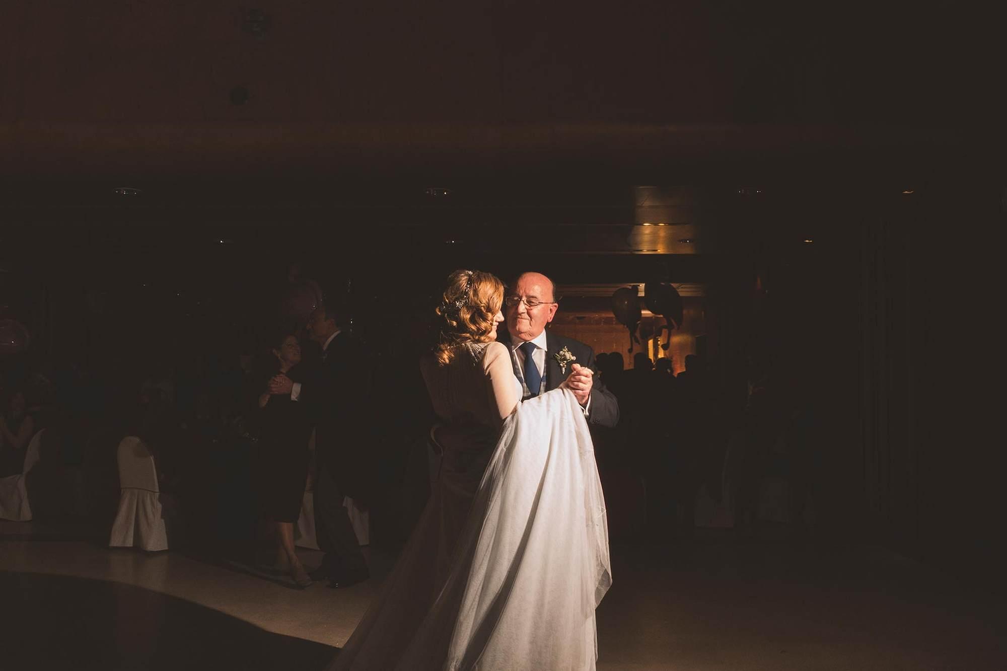 La novia bailando con su padre